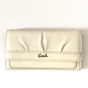 COACH | white leather envelope wallet snap closure